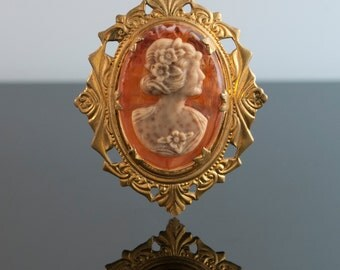 Vintage 1930's Cameo Pin