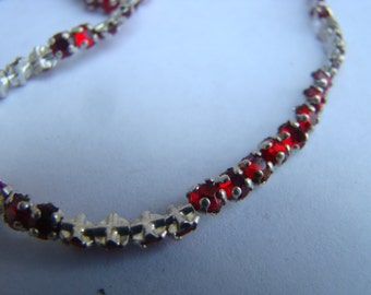 1 Strand Vintage Rose Montees crystals, ruby red, faceted, 3mm - about 150 pieces (017)