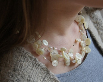 FASHIONABLE VANILLA, chain of vintage buttons & beads