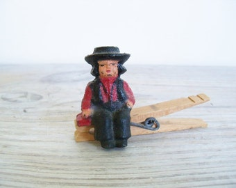 Amish Boy Vintage Cast Iron Sitting Boy Wilton 1950s Hand Painted Cast Iron