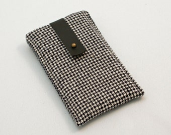 iphone sleeve - black and white houndstooth check pattern
