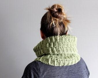 SALE - basketweave crochet cowl in DUSTY GREEN (vegan friendly)