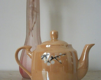 Vintage Porcelain Teapot (Shabby Chic)