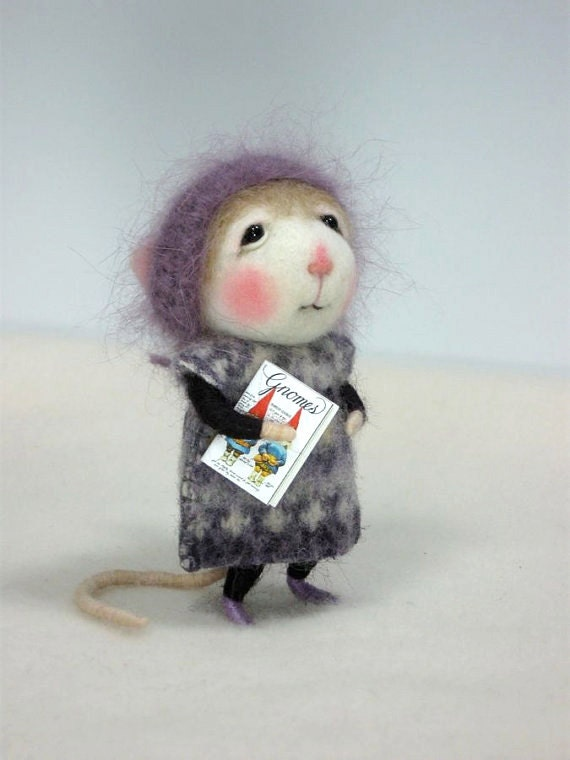 modflowers: needle felted dressed mouse / bunny by barby303