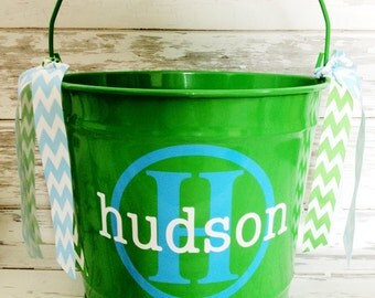 custom 10 QUART bucket with stacked name and initial