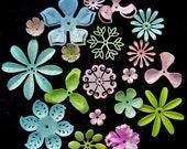Mixed bunch of enamel painted vintage flowers.(20 pcs.) {J}