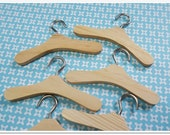 6 pcs of wooden hangers for your DOLL , Blythe, Barbie, Dal , Pullip