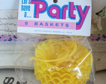 Vintage / Yellow Party Favor Nut Cups / Set of Five / Mint in Package / Birthday Clown Theme