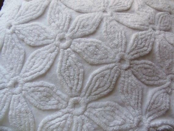 Hoffman Vintage Chenille Bedspread Fabric Plush Beautiful White Hoffman sewbuzyb