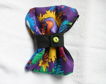 Rare Goosebumps print bow clutch purse