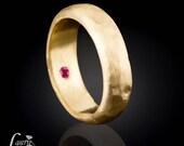 Men's Wedding Band, Man's Hidden Birthstone 14kt Gold Hammered Finish  Ring - LS1049