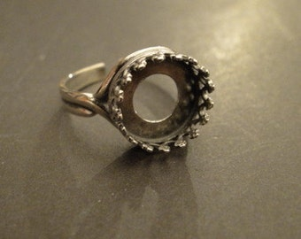 RING - FLEUR de LIS design - 10mm - .925 Sterling Silver - adjustable from size 6 to 8.5 - with 2 Sterling Silver disks
