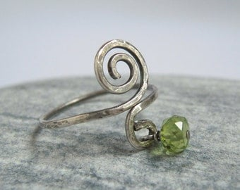 Peridot Sterling Silver Ring, Green Gemstone, Swirl Pinky Ring, Oxidized Silver, Hammered Texture