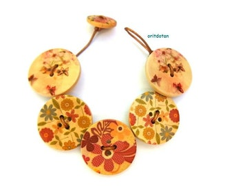 Button bracelet jewelry made of wood buttons beautiful floral design with butterflies
