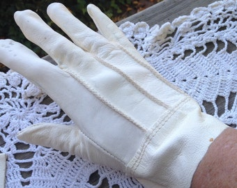 One (1) Pair of Vintage White Leather Gloves