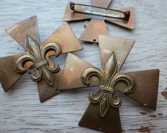 Vintage Maltese Cross, 1960 Fleur de Lis Brooch/Pin Jewelry Finding, Copper Tone Brass Stamping, 45mm, 1 piece