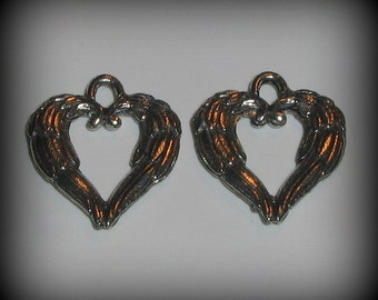 4 Silver Pewter Angel Wings Heart Charms (qb95)