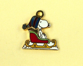 Aviva Vintage Snoopy Riding in a Sleigh Charm 0100