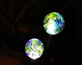 Free Gift Wrapping! Solar Powered Garden Ornament - Beautiful in the daytime - Illuminates in the dark
