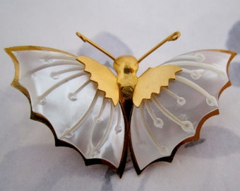 vintage carved mother of pearl butterfly brooch - j5165