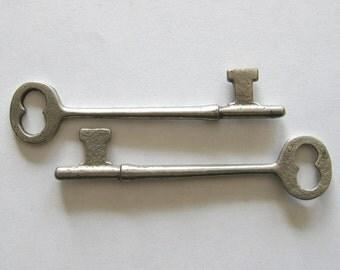 Pair of Vintage Skeleton Keys - Steam Punk - Silver Keys - Crafting - Turn of the Century
