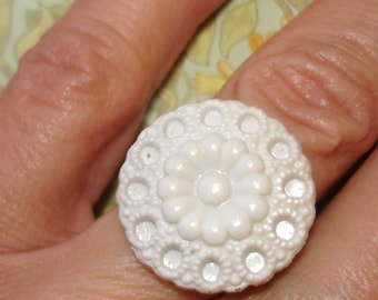 white flower and green vintage buttons adjustable silver band cocktail ring