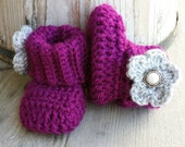 Crochet baby girl boots, in plum with light Grey flower and jewel button. size 0 to 3 mo. .