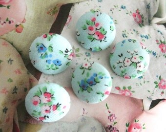 Light Blue Red White Little Floral Flower Fabric Covered Buttons, Blue White Floral Fridge Magnets, Flat Backs, CHOOSE SIZE 5's