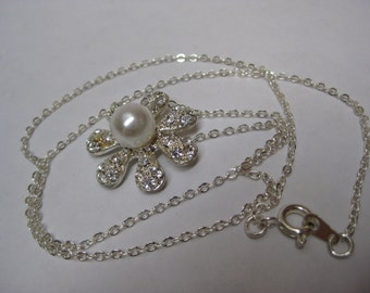 Flower Daisy Rhinestone Pearl Necklace Silver Vintage Pendant