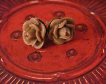 Tiny rosette earrings - chocolate brown