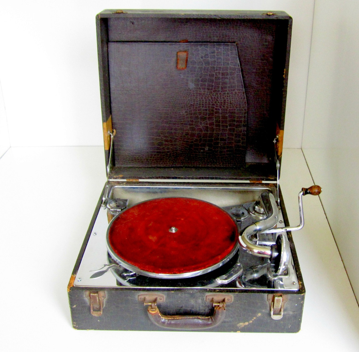 Vintage Crank Phonograph Portable Record Player Suitcase For