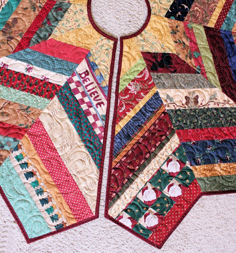 Country Christmas Tree Skirt Quilt 54 Inch Scrappy Strings