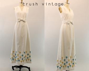 70s Dress Cotton Pique Maxi Small / 1970s Vintage Maxi Dress / Spring Flowers Dress