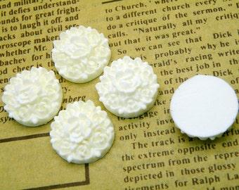 10pcs 18mm Lucite White Flower Cabochons