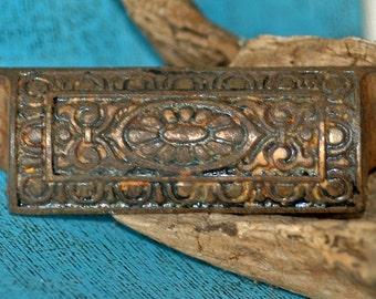 vintage drawer handle...   P3-3  L