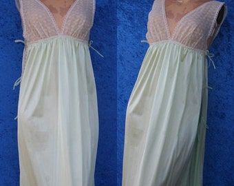 Vintage 60s 1960s Sexy Retro Clothing Lace Nylon Hollywood Vassarette Nightgown Gown Munsingwear Small