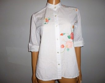 """Vintage 1960''s - White - Cotton - embroidered - Floral applique -Mandarin Collar - Adjustable Cuff  Length - Blouse - Shirt  - 38.5"""" bust"""