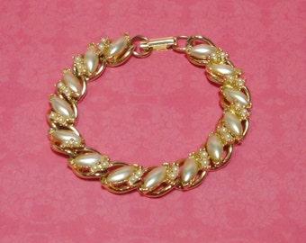 Vintage Gold tone,  Oval Pearls FLORENZA Bracelet.