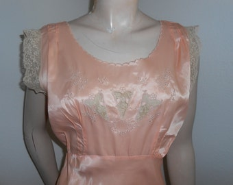 1940s Peach Rayon & Lace Negligee - Size 36