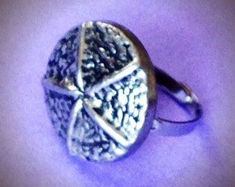 Beach Time  ring button 1970s silver vintage