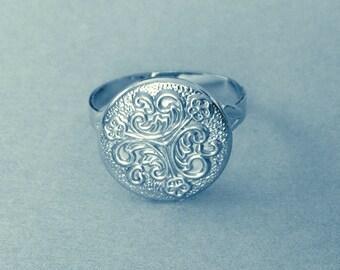 Libertine  ring button 1970s silver vintage filigree abstract nurse