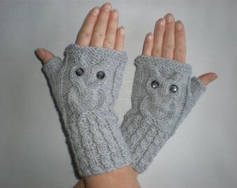 Light grey wrist warmers - Grey owl mittens - Owl wrist warmers - Grey owl gloves - Merino owl warmers - Woolen christmas arm warmers