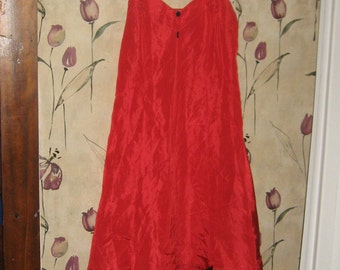 Loomcraft Vintage 1950s brilliant red satin acetate full slip pin-up style with black tulle slip     sz 34