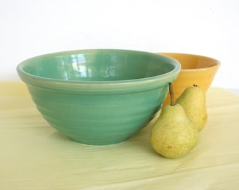 Bauer ringware mixing bowl in sea foam green. Jade, turquoise, medium size, nesting bowl, 12