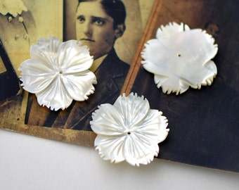 White MOP Flowers Mother of Pearl 27mm Large -(V1126)/ 10pcs