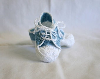 Newborn baby sneakers 0-3 month blue white crochet shower gift light pastel boy soft soled booties infant tennis shoes masculine