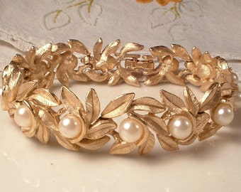 Ivory Pearl Gold Leaf Bridal Bracelet, Brushed Gold Link Bracelet, Vintage Designer Jewelry, Rustic Chic Woodland Wedding Country Garden