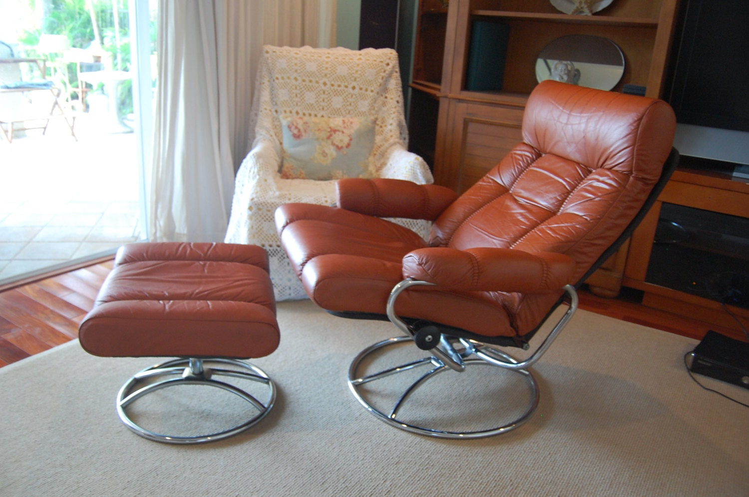 J E Ekornes Stressless Recliner Swivel Leather Chair And