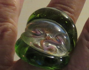 VINTAGE ART GLASS ring - soft green