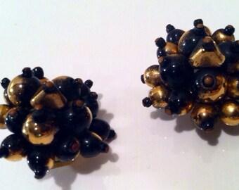 HOBE Cluster Clip on Earrings Glamorous Black Golden Copper Runway marked stamped Designer Vintage Jewelry artedellamoda